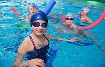 Kids in a pool training